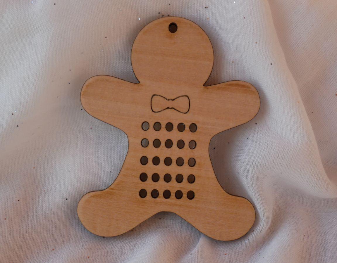 Bonhomme biscuit de Noël en bois à broder et décorer soi-même