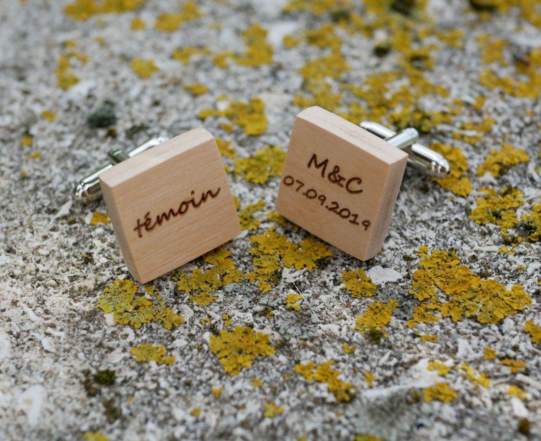 Boutons manchette en bois carré à personnaliser