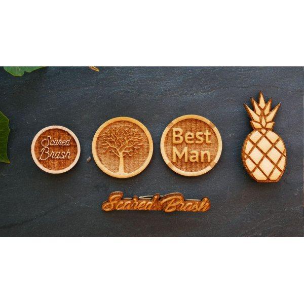 Broche badge en bois Arbre gravé