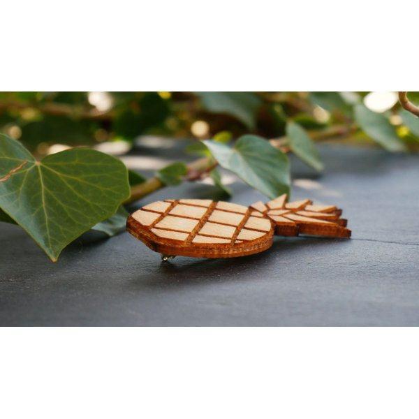 Broche en bois Ananas gravé
