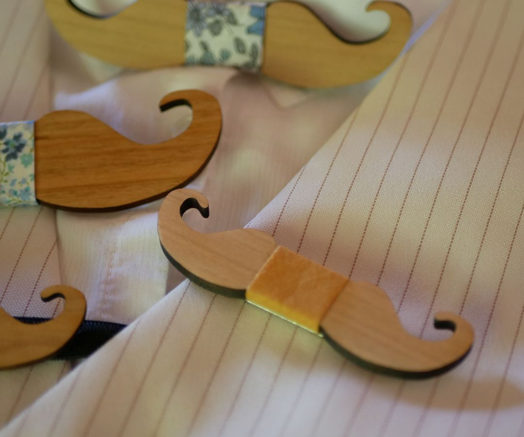 Broche mini noeud pap moustache en bois à personnaliser