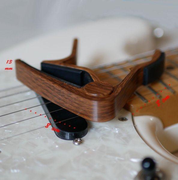 Capo guitare en bois gravé à personnaliser