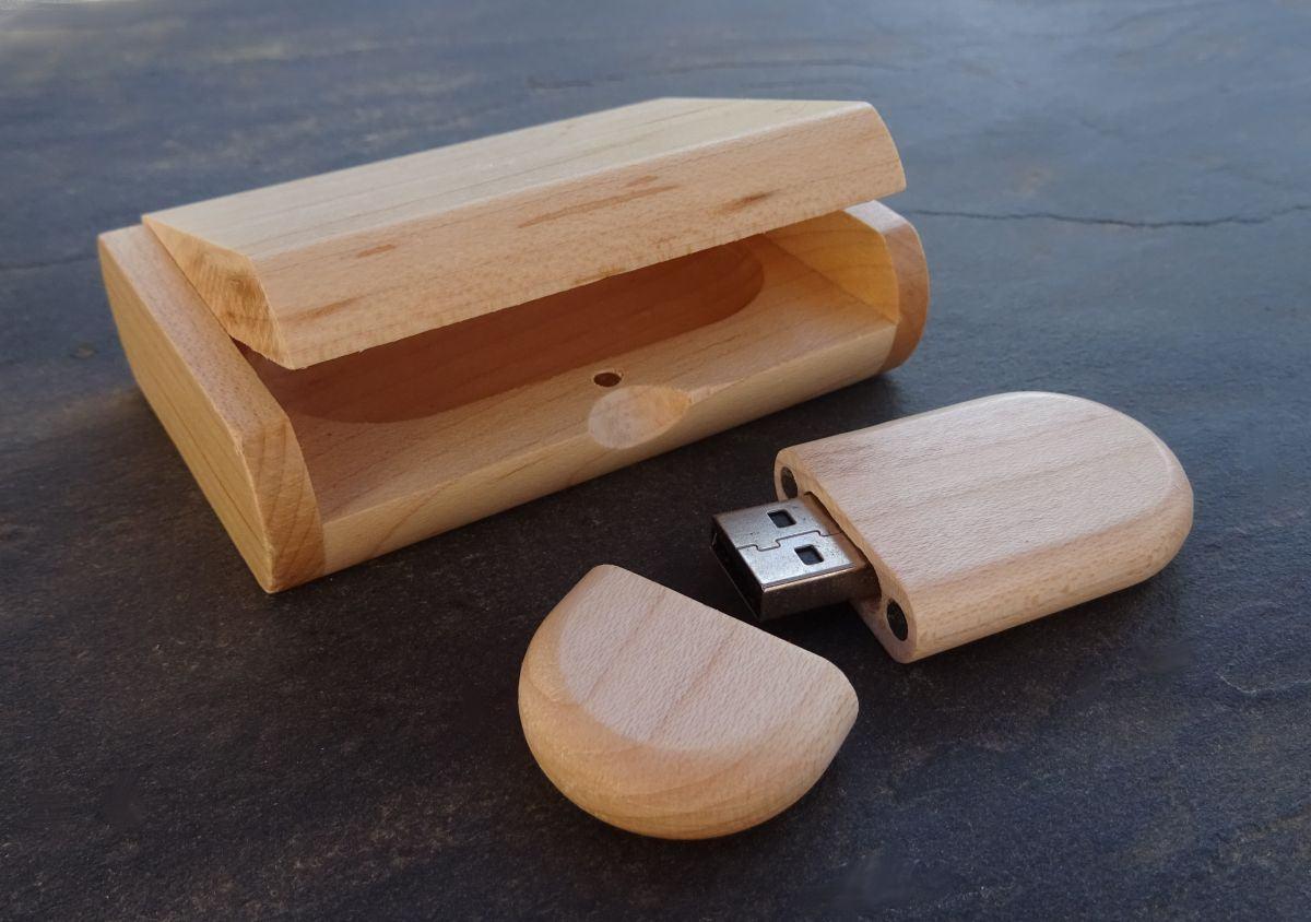 Clé Usb 16 Go dans coffret personnalisé bois clair