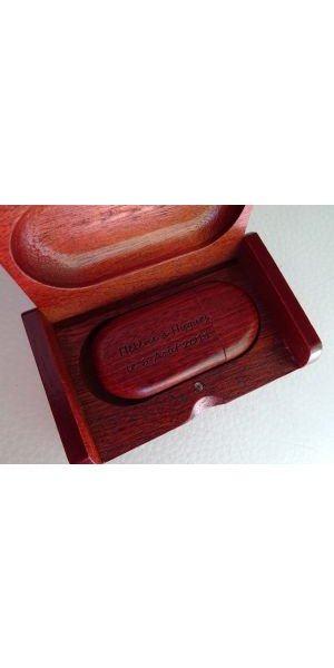 Clé Usb 32 Go bois rouge dans coffret à personnaliser par gravure