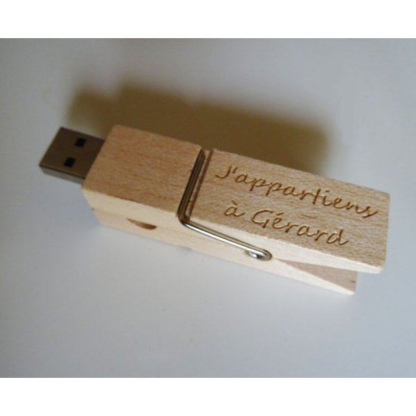 Clé USB pince en bois brut gravée à personnaliser