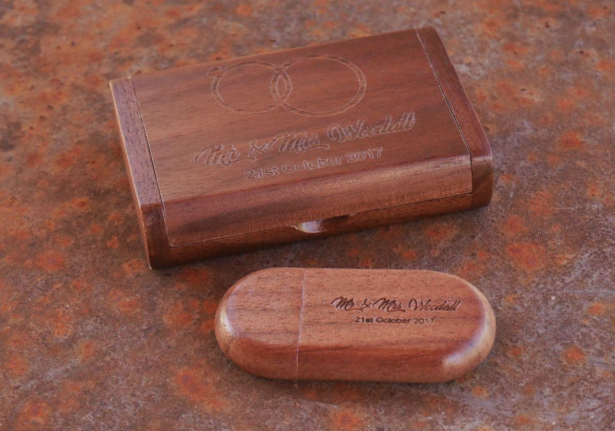 Clé Usb 16 Go dans coffret personnalisé bois foncé