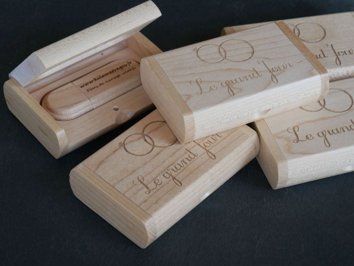 Clé Usb 32 Go dans coffret personnalisé bois clair