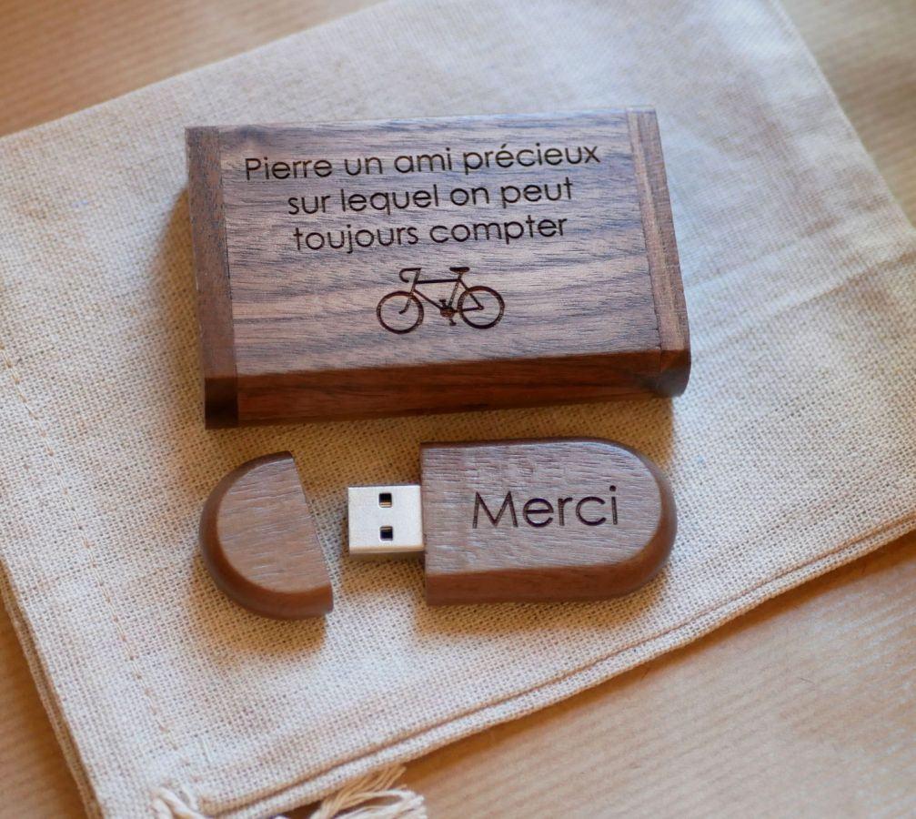 Coffret et Clé Usb bois noyer 64 Go personnalisable