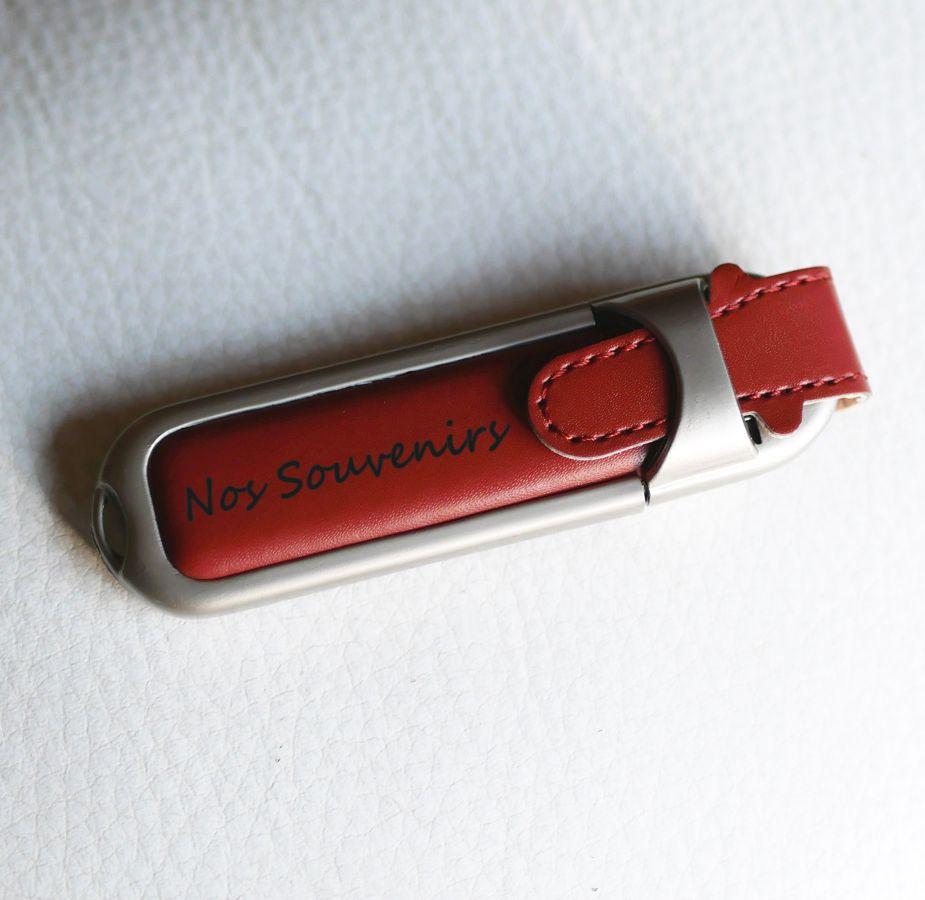 Clé USB 32Gb en étui en cuir marron à personnaliser