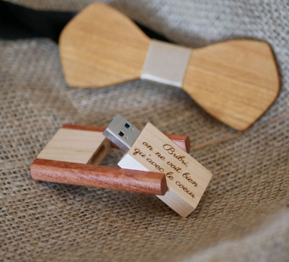 Clé USB 3.0 en bois bicolore 32 Go  à personnaliser par gravure pour un cadeau élégant et unique