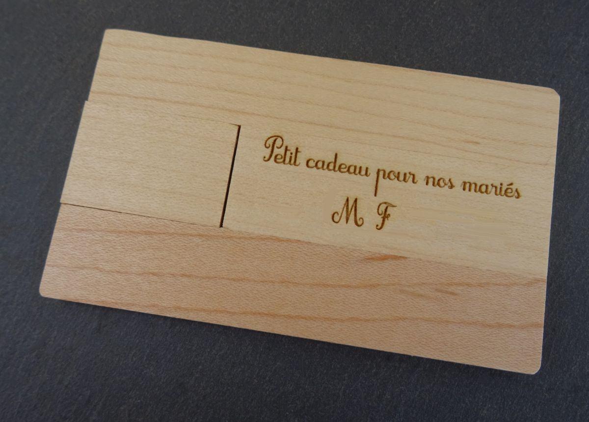 Clé USB carte en bois gravée à personnaliser