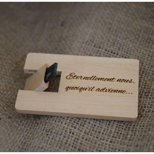 Clé USB carte en bois d'érable gravée à personnaliser
