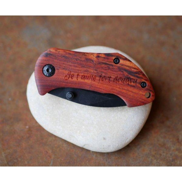 Petit couteau au manche en bois à graver