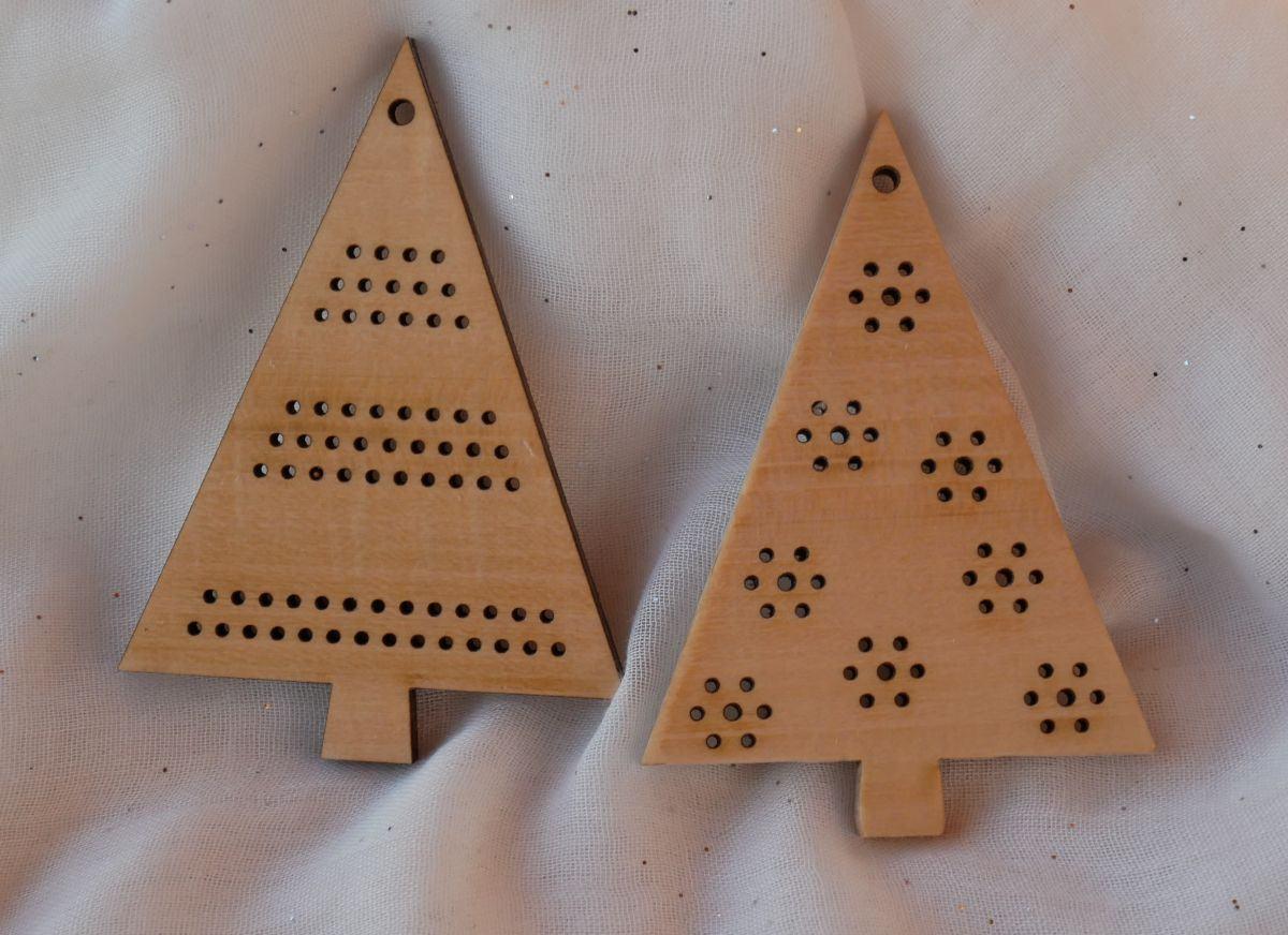 Duo de sapins en bois pour déco de Noël à broder soi-même