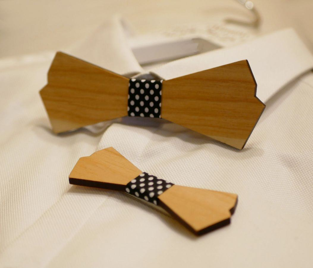 Ensemble noeuds papillon en bois homme et broche femme à personnaliser