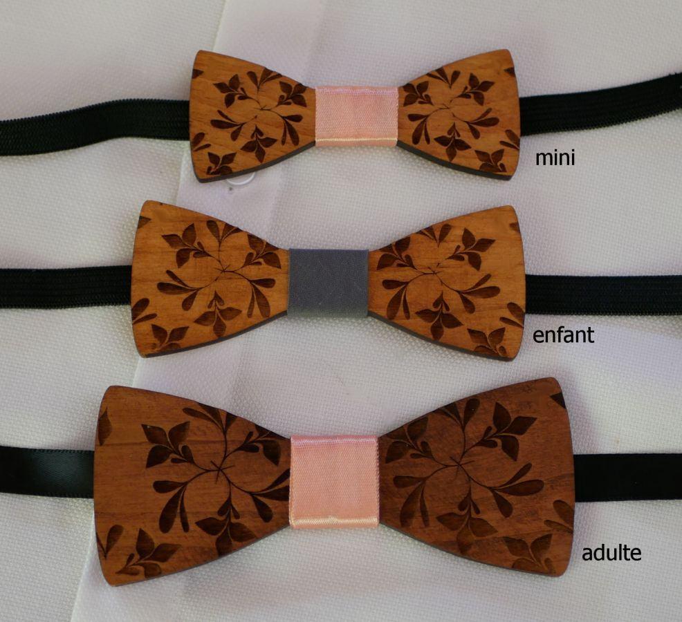 Mini noeud papillon enfant en bois gravé de fleurs à personnaliser assorti au modèle enfant et homme