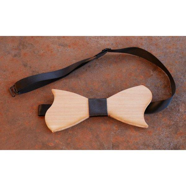 Noeud papillon assymétrique en bois merisier à personnaliser