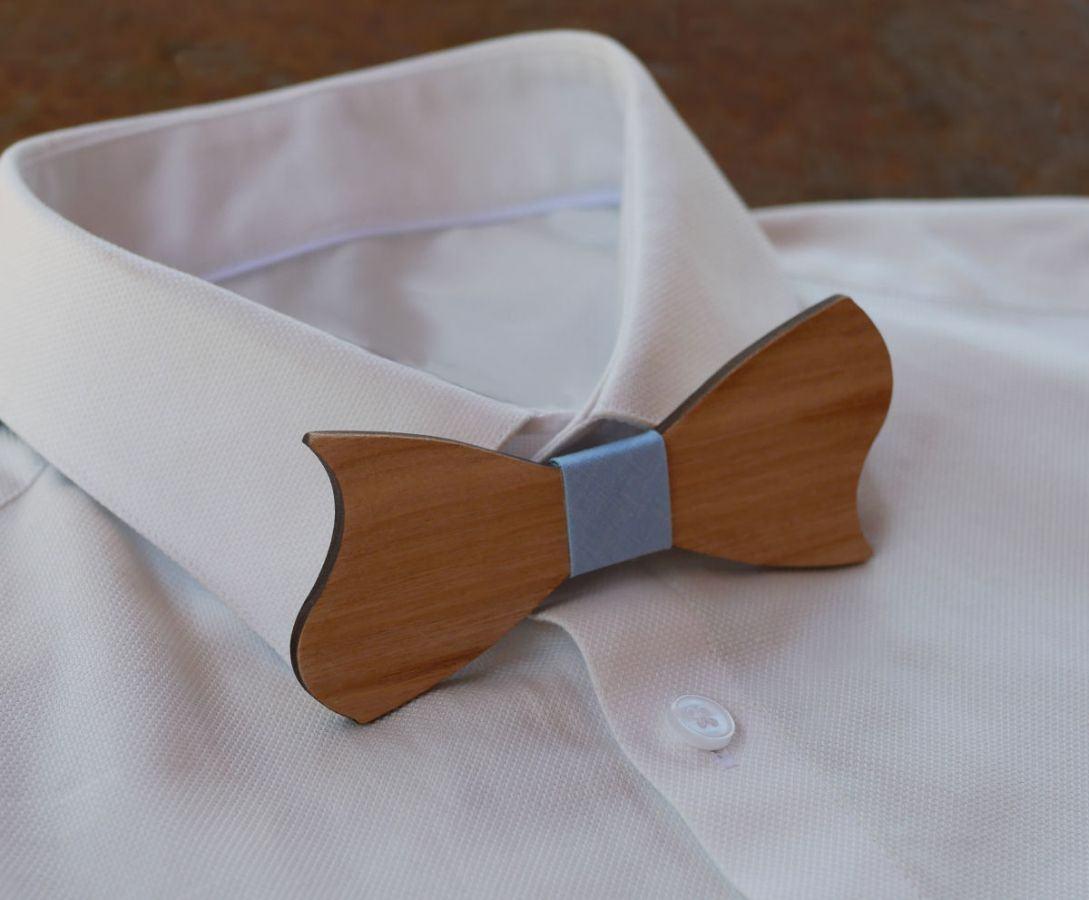 Noeud papillon forme originale asymétrique en bois merisier à personnaliser
