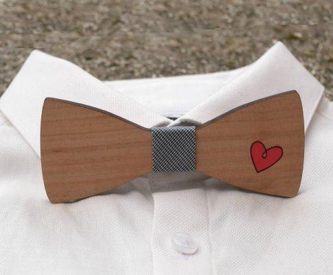 Noeud papillon bois au coeur rouge peint à personnaliser