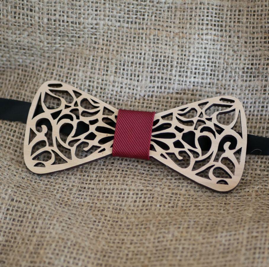 Noeud papillon en bois Français aux arabesques évidées