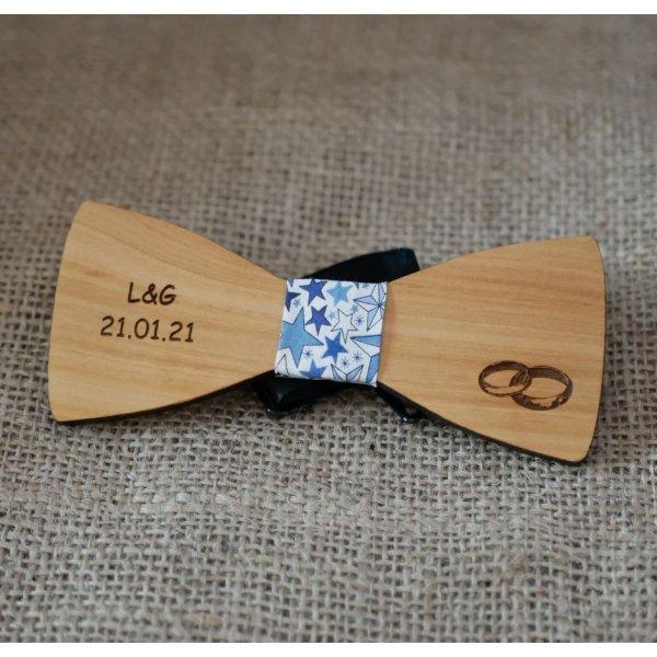 Noeud papillon en bois pour mariage gravé d'alliances