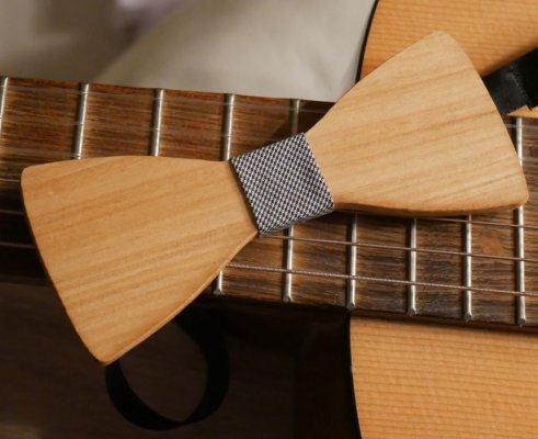 Noeud papillon en bois merisier ciré à personnaliser