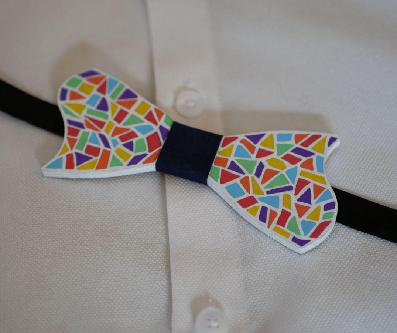 Noeud papillon en bois peint style mosaïque multicolore création artisanale française