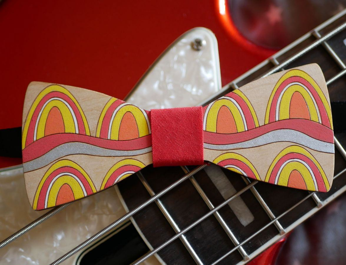 Noeud papillon en bois peint style Seventies création artisanale unique