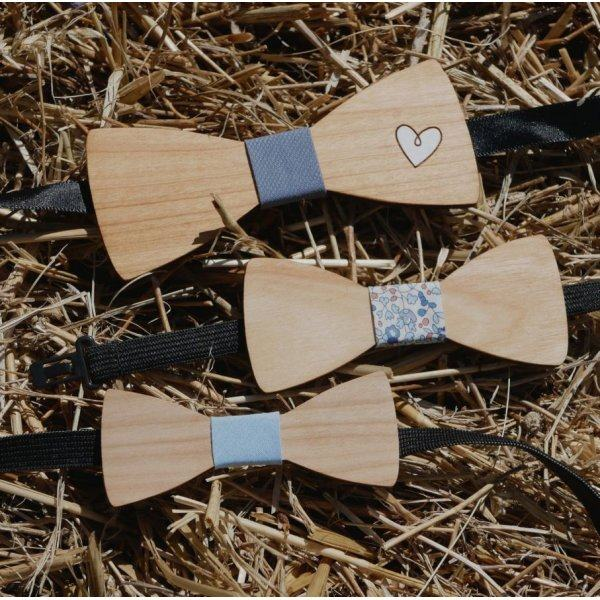 Noeud papillon enfant en bois clair à personnaliser