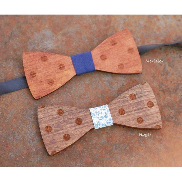 Noeud papillon à pois en bois teinté  gravé à personnaliser