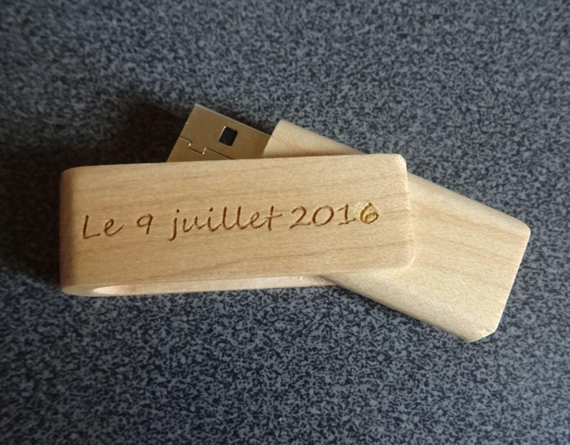Petite clé USB en bois  à personnaliser par gravure