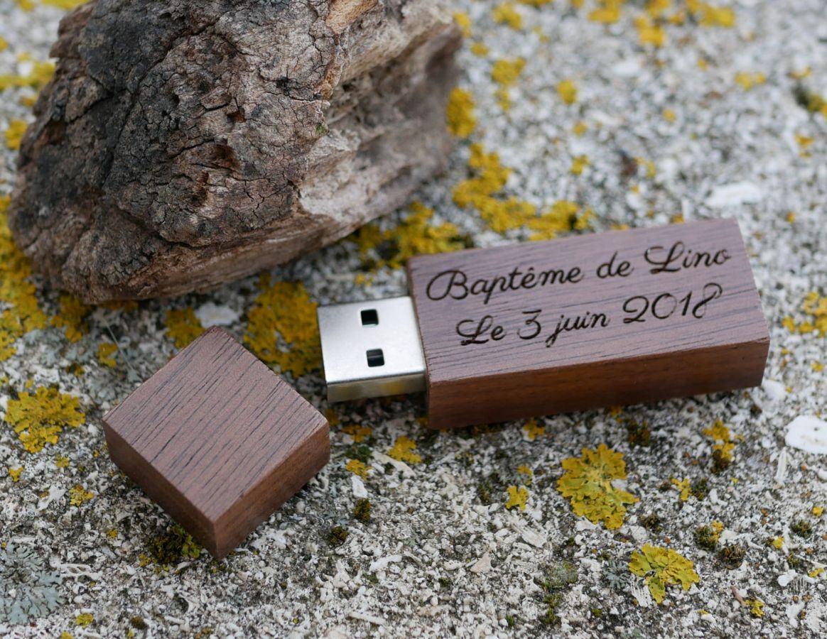 Petite clé USB en bois Noyer gravée à personnaliser
