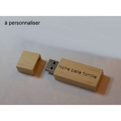 Petite clé USB en bois clair gravée à personnaliser