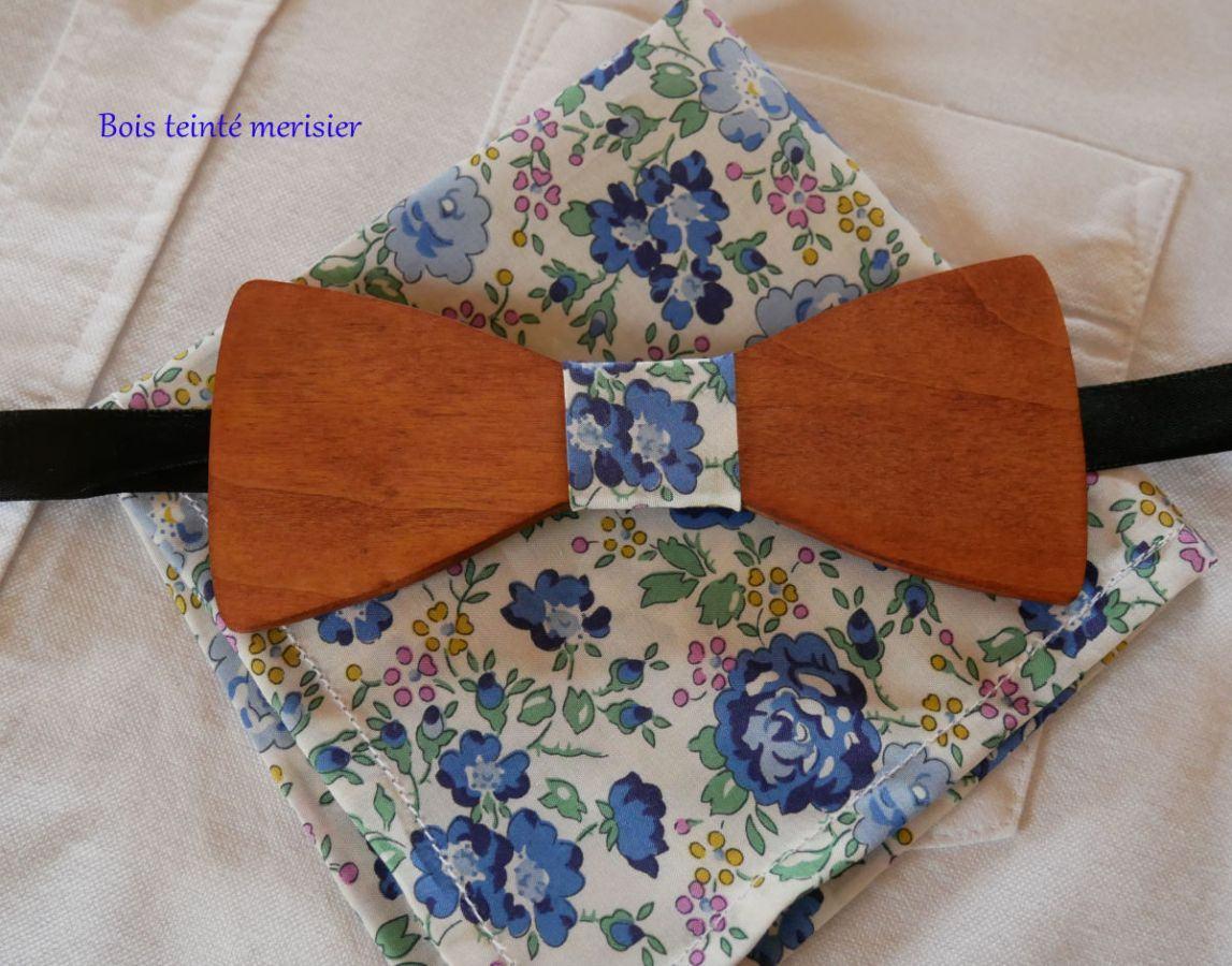 Pochette Liberty Bleu noeud papillon en bois personnalisable