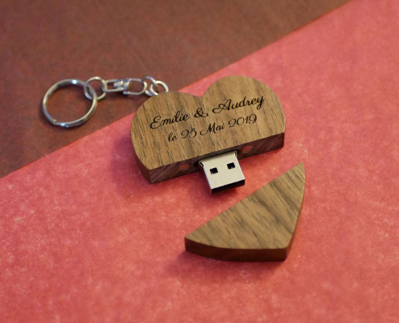 Porte clef USB coeur en bois sombre gravée à personnaliser